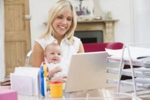 mama w pracy z dzieckiem 460x306 300x199 Pracująca mama