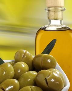 oliwa z oliwek 237x300 Oczyszczaj twarz oliwą!