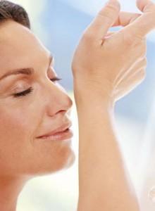 zapach dla kobiety 220x300 Pozwól mu poczuć aromat