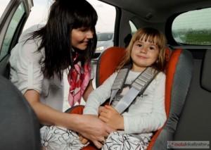 dziecko w samochodzie  2010 12 22 293 37 650 300x213 Jak bezpiecznie podróżować z dzieckiem?
