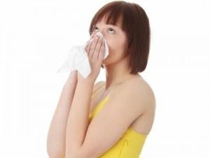 e02b54e5 4ca7 4fd0 b217 42e556709633 20100305054813 Kobieta z katarem 43 300x225 Wiosenne przeziębienie