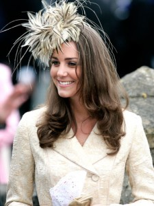 kate middleton feather hat 225x300 Moda w stylu Kate