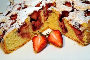 ciasto z truskawkami 300x199 Ciasto z truskawkami dla początkujących