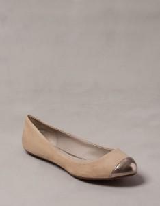 5765111107 2 1 2 234x300 Trendy jesień 2012 – buty z metalowymi czubkami