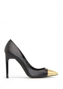 73620250 02 214x300 Trendy jesień 2012 – buty z metalowymi czubkami