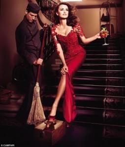 32f0c15d0012da3c50a36d52 254x300 Penelope Cruz w kalendarzu Campari 2013