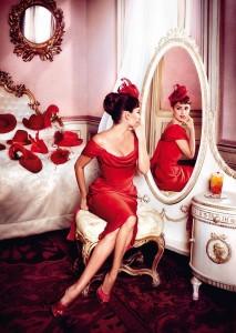 470629 213x300 Penelope Cruz w kalendarzu Campari 2013