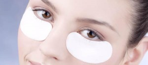 Cienie pod oczami large lead 300x133 Uważaj na kosmetyki do oczu