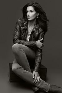 ccrawford canda5 v 21aug12 pr b 592x888 200x300 Cindy Crawford projektuje dla H&M
