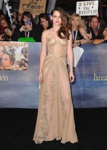 thumb 560x800 101 214x300 Kristen Stewart na premierze Zmierzch: Przed świtem