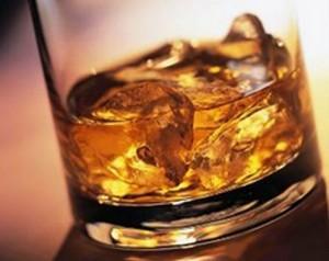 alkohol 3251 300x238 Jeszcze zabawa czy już uzależnienie   Polaków picie po nowemu