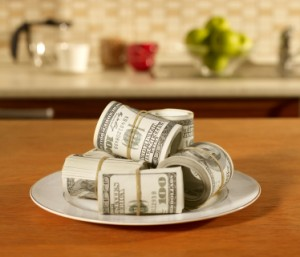 Plate of Money Cooking Kitchen 300x257 Metody zarabiania na blogach kulinarnych