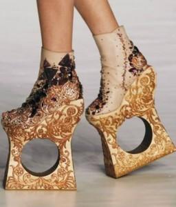 buty1 256x300 Przedziwne buty
