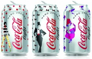 coca cola et marc jacobs 300x194 Marc Jacobs dla Coca Cola Light