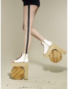 crazy shoes L 230x300 Przedziwne buty