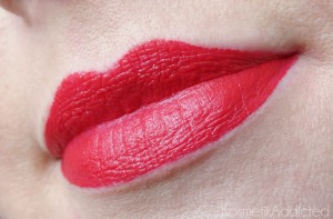 essence stay matt lip cream 04 silky red tragebild 300x197 Matowa pomadka do ust