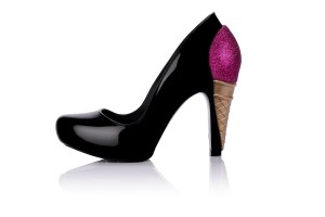 melissa incense karl lagerfeld 300x200 Karl Lagerferd dla Melissa Shoes