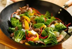 r 300x208 Gotowanie w woku jest szybkie, zdrowe i bez tłuszczu