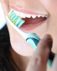 8517b58f232bae42a86a2f01e0f21c22101 244x300 Szczotkowanie zębów