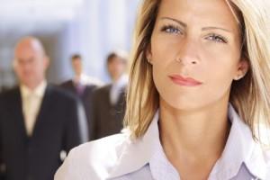 kobieta praca 300x200 Bezrobocie częściej dotyka kobiety niż mężczyzn. Jak temu zaradzić?
