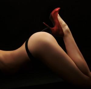 seksowne stringi i czerwone szpilki 151974 300x293 A to ciekawe