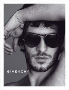 givenchy fall winter 201314 mert marcus 04 230x300 Kampania Givenchy Fall Winter 2013