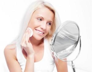 thumb31 9168704 300x236 Jak zadbać o skórę twarzy przed treningiem?