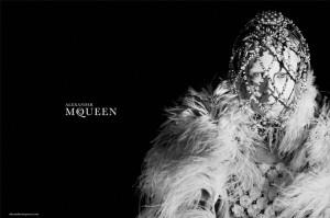 2 c662fb2d5e206958e576cf39f998721c 9eca66 300x199 Alexander McQueen – lookbook na sezon jesień zima 2013/14