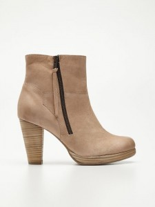 W9526 02X 001 225x300 Nowa kolekcja butów Reserved na jesień 2013