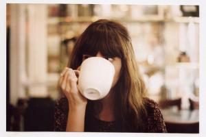 cafe coffee drink girl hair packme Favim.com 41258 300x200 Szczęśliwe życie singielki