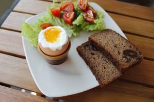sniadanie  jajko na miekko 300x200 Śniadanie na odchudzanie