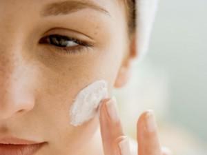 37984 300x225 Chcesz chronić skórę? Używaj kremu na noc