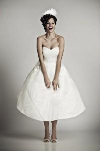 suknia slubna 66190191 199x300 Suknie ślubne w stylu retro