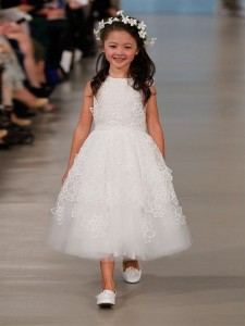 suknie slubne 2014 oscar de la renta fot mat prasowe10 225x300 Suknie ślubne Oscara de la Renty na rok 2014
