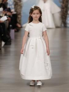 suknie slubne 2014 oscar de la renta fot mat prasowe11 225x300 Suknie ślubne Oscara de la Renty na rok 2014