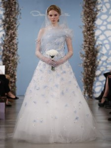 suknie slubne 2014 oscar de la renta fot mat prasowe16 225x300 Suknie ślubne Oscara de la Renty na rok 2014