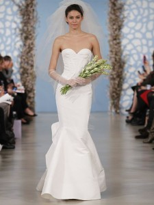 suknie slubne 2014 oscar de la renta fot mat prasowe2 225x300 Suknie ślubne Oscara de la Renty na rok 2014