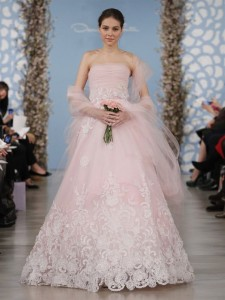 suknie slubne 2014 oscar de la renta fot mat prasowe9 225x300 Suknie ślubne Oscara de la Renty na rok 2014