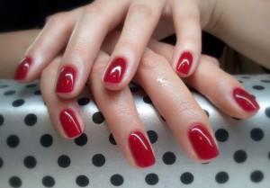 374141 1320853106922 o 300x209 Na czym polega manicure hybrydowy?