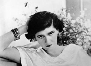 800px Coco Chanel 1920 300x218 Biografie wielkich kobiet