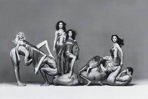 richard avedon versace campaign group shot 300x202 Akt w fotografii