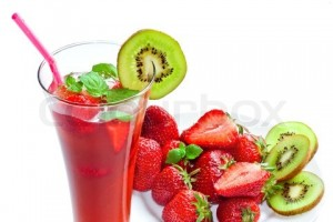 3180615 420417 strawberry drink isolated on white 300x200 Drink dla zakochanych