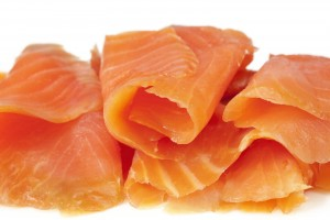bigstock Smoked salmon sliced and roll 143561331 300x200 Sałatka z łososiem