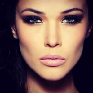 Khloe Kardashian Day Night Makeup 27 580x579 300x300 Jak wyszczuplić twarz za pomocą makijażu