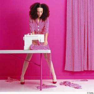 girl sewing 300x300 Nie masz się w co ubrać?