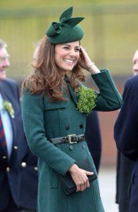 ksiezna kate w zielonym plaszczu marki hobbs 265173 GALLERY 600 196x300 Księżna Kate z torebką polskiej marki