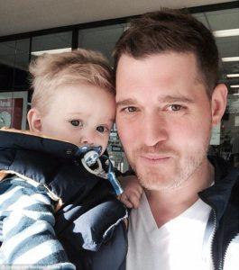 michael buble z synem noah dwa cuki 265x300 Michael Buble nie poprowadzi gali wręczenia nagród Juno