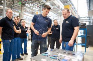 PG Gillette wizyta Roberta Lewandowskiego 27032017 3 300x197 Robert Lewandowski w Łodzi odwiedził pracowników największej na świecie fabryki Gillette