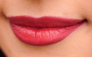 lips 1690875 960 720 300x185 Tinty   kolor na dłużej