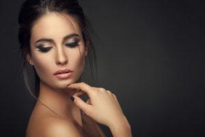 shutterstock 170149799 300x200 Jak utrwalić makijaż?